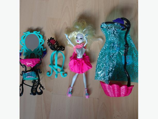 Monster High Lagoona Blue Play Set Bathroom With Doll VGC