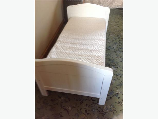 White Pine Toddler Bed With Mattress WOLVERHAMPTON Dudley