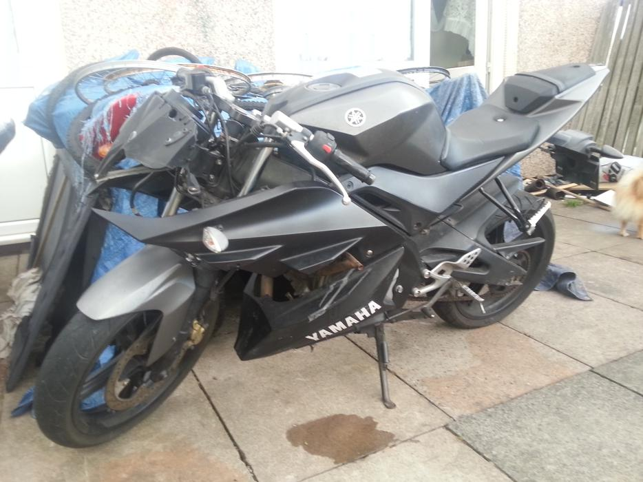 yamaha yzf r125 with service history fully working. Black Bedroom Furniture Sets. Home Design Ideas