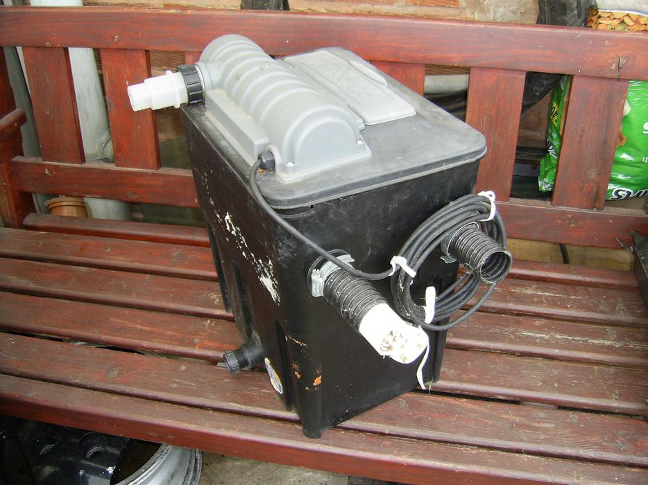 Hoselok pond filter box uv light brownhills wolverhampton for Pond filter box with uv light
