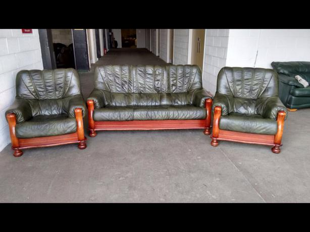 u00a32000 Green Leather Oak Chesterfield Style 3pc Sofa Set WE DELIVER UK WIDE Outside Black