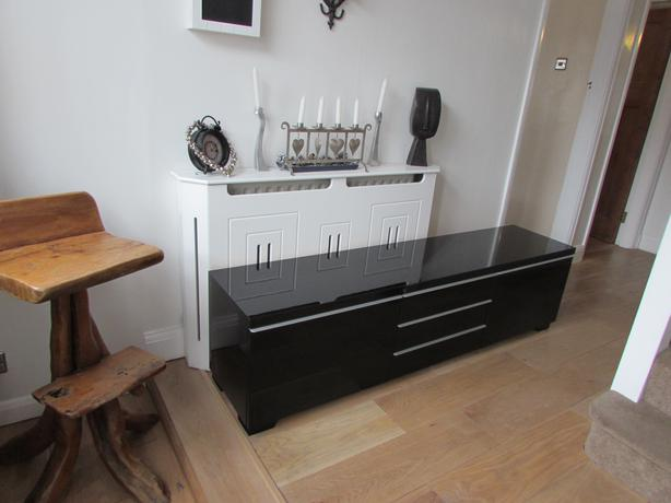 ikea besta burs tv table stand bench and wall shelf black gloss dudley dudley. Black Bedroom Furniture Sets. Home Design Ideas