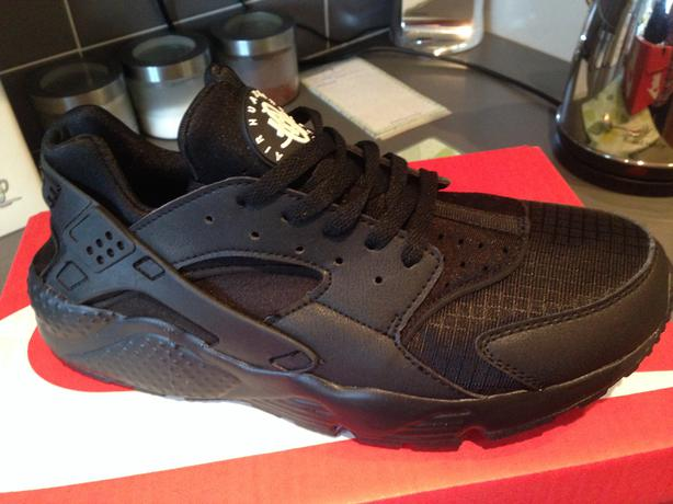 7156b4db5708 Nike air huarache triple black one size 8
