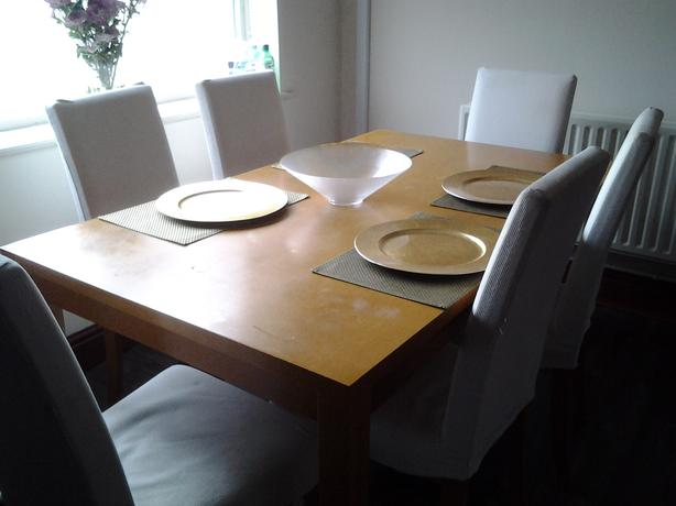 Dining table plus 6 chairs kingswinford dudley for Table a manger plus 6 chaise
