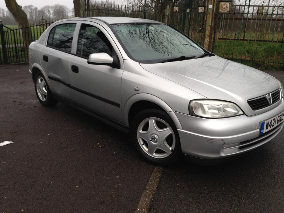 vauxhall astra 1 6 automatic 5dr silver mot walsall walsall. Black Bedroom Furniture Sets. Home Design Ideas