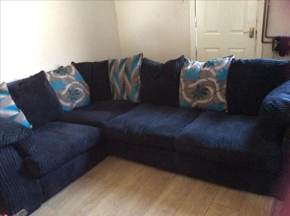 gorgeous large navy blue jumbo cord fabric corner sofa with teal cushions willenhall sandwell. Black Bedroom Furniture Sets. Home Design Ideas
