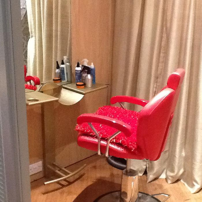 For Rent Now: SALON CHAIR AVAILABLE TO RENT NOW.!! Tipton, Wolverhampton