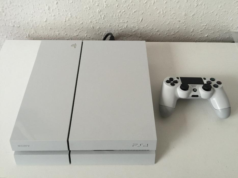 PS4 CONSOLE (WHITE) WITH GTA 5 GAME & BOX WALSALL, Dudley