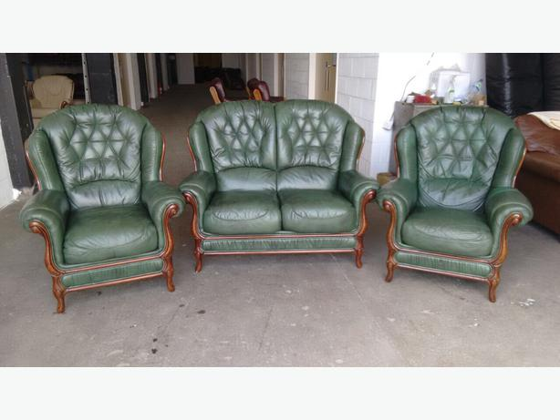 Gentil WE DELIVER UK WIDE, Classic Wood Trim Green Chesterfield Style Leather Sofas