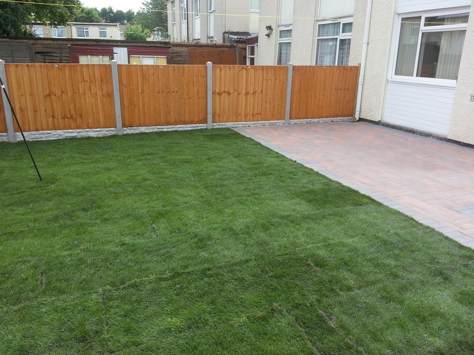 Garden services decking slabbing paving fencing for Gardens with decking and paving