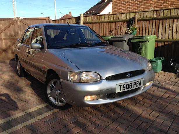 Ford escort 1 6 full 12 months mot low miles rare car in near mint condition wednesfield - Ford garage wolverhampton ...