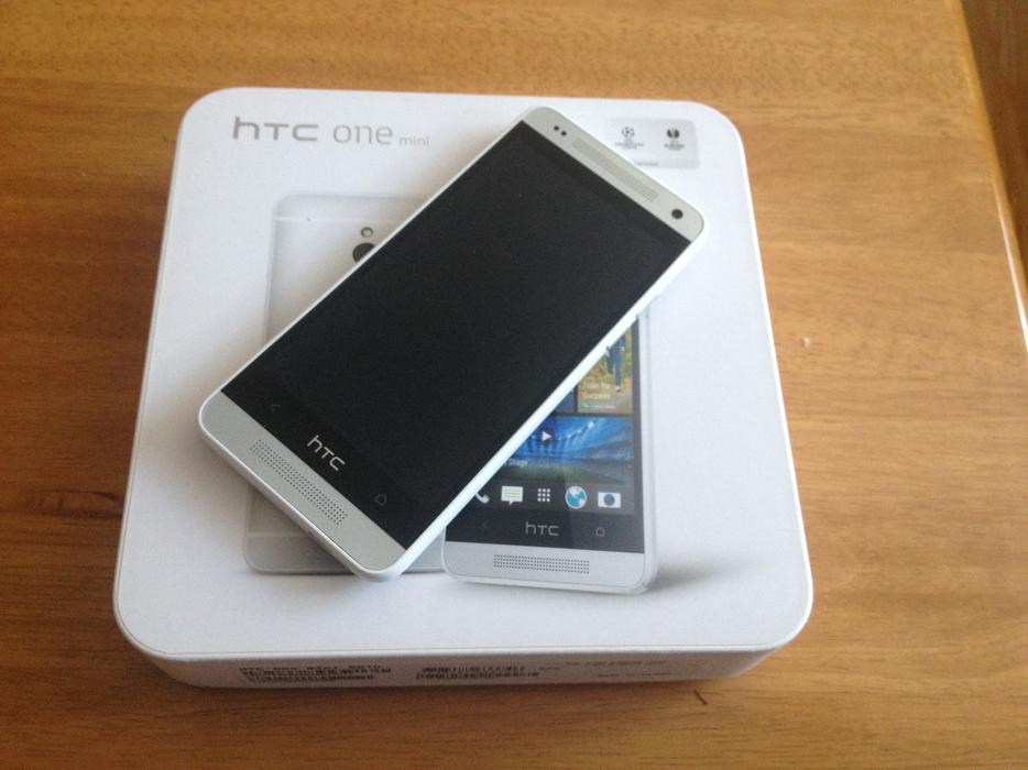 htc one m7 16gb silver   factory unlocked  excellent