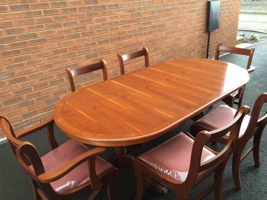 Yew Dining Table And Chairs Kingswinford Sandwell