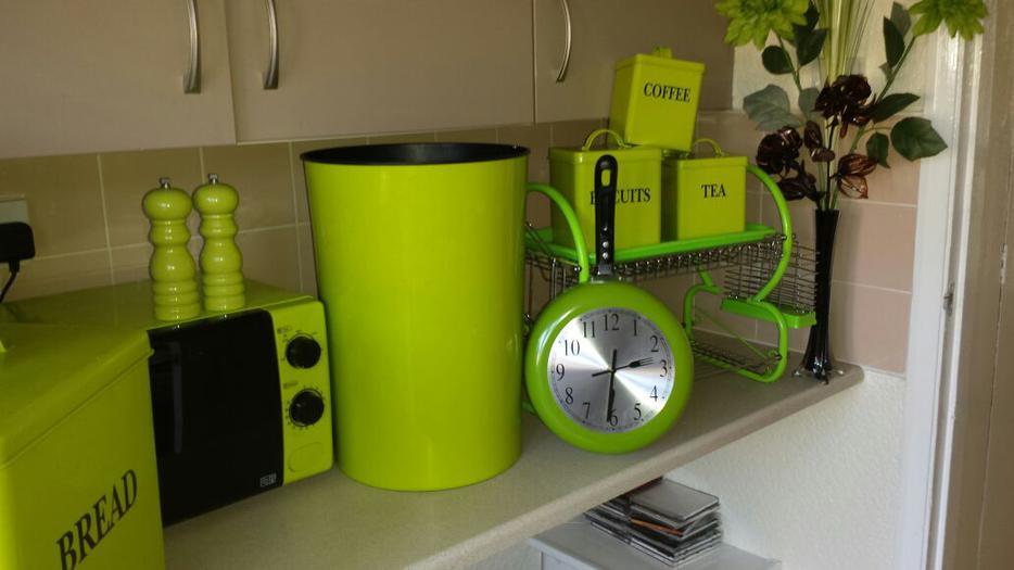 All Kitchen Accessories Green Perfect Condidtion Tipton