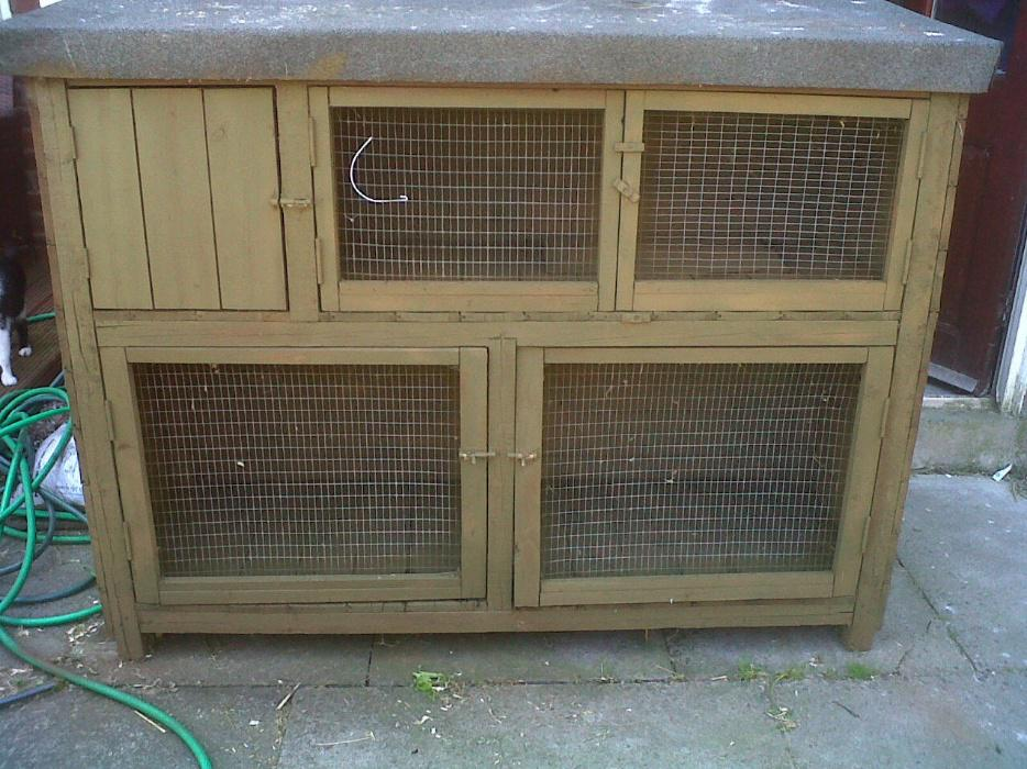 Large double rabbit hutch 5ft solid rowley regis for 5 foot rabbit hutch