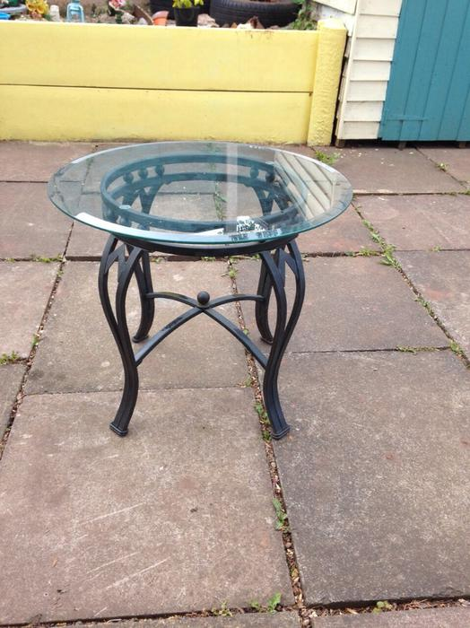 Cast iron glass table bushbury wolverhampton for Cast iron table with glass top