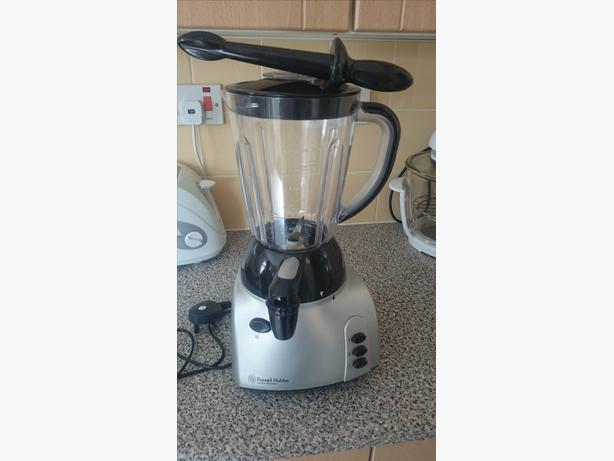 russell hobbs blender with ice crusher function, tap dispenser and accessory
