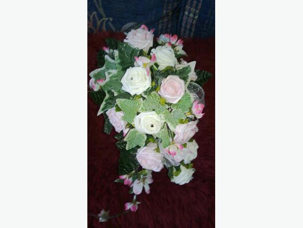 pink & white posy/bouquet