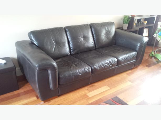 3 seater leather sofa 2 bucket chairs and leather poof price drop dudley wolverhampton. Black Bedroom Furniture Sets. Home Design Ideas