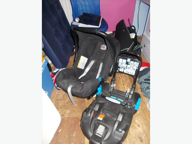 britax baby safe first car seat and belted base bilston dudley. Black Bedroom Furniture Sets. Home Design Ideas