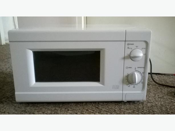 White microwave in excellent condition  Only two months old  Reason    Used White Microwave