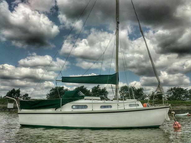 1972 Snapdragon 27 Sail Boat Cruiser