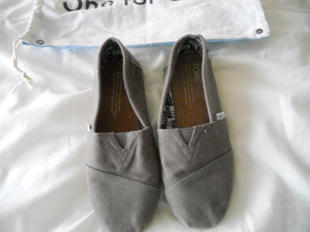 Boys Toms Pumps Size 1