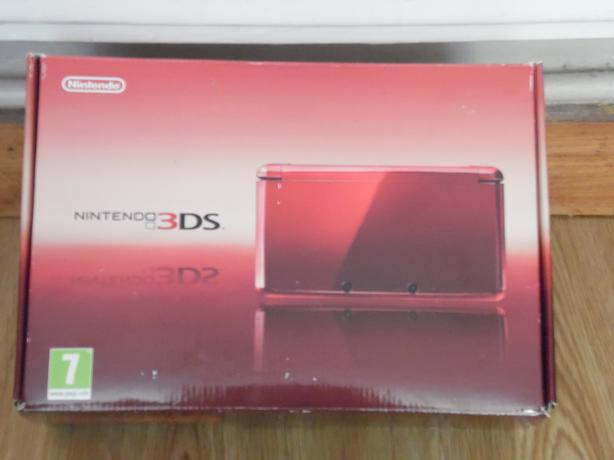 Red 3DS £60