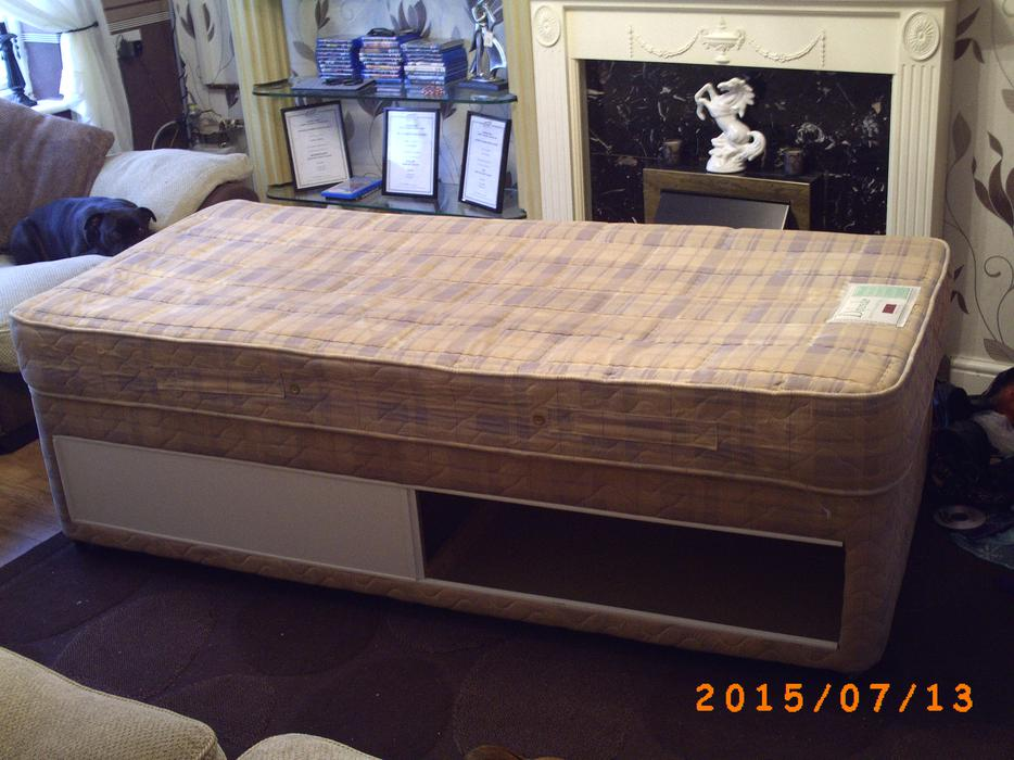 Single divan bed wolverhampton wolverhampton for Best single divan beds