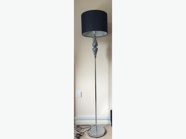 Cracked mirror floor lamp