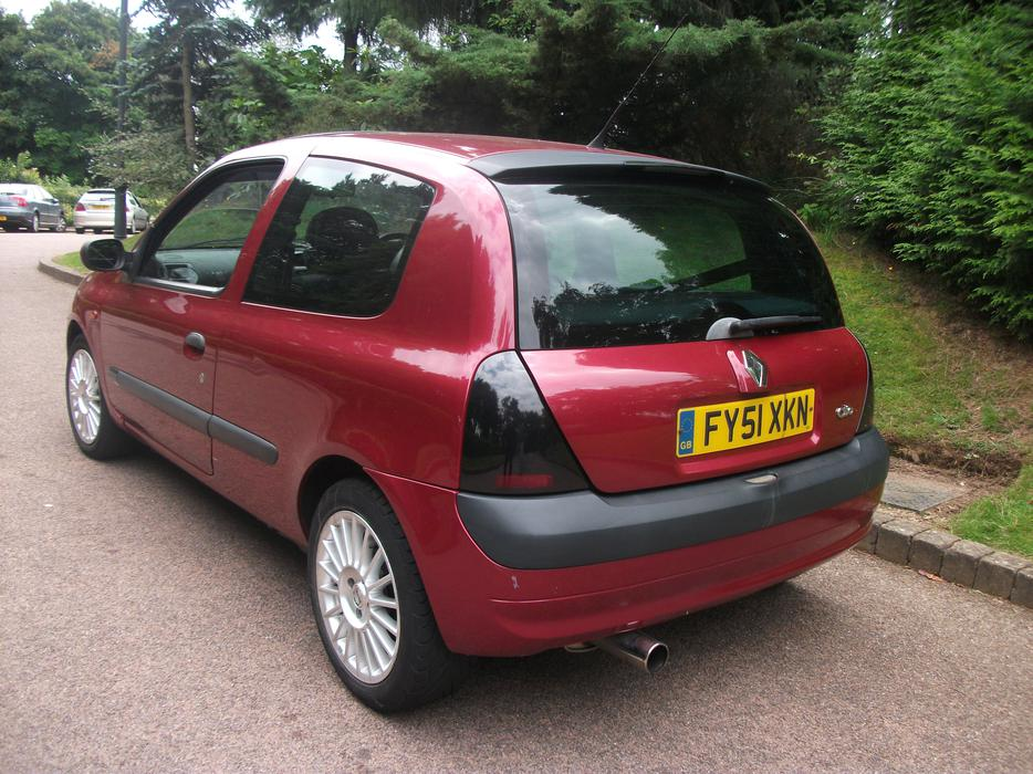 sporty renault clio 1 6 16v dynamique stourbridge sandwell. Black Bedroom Furniture Sets. Home Design Ideas