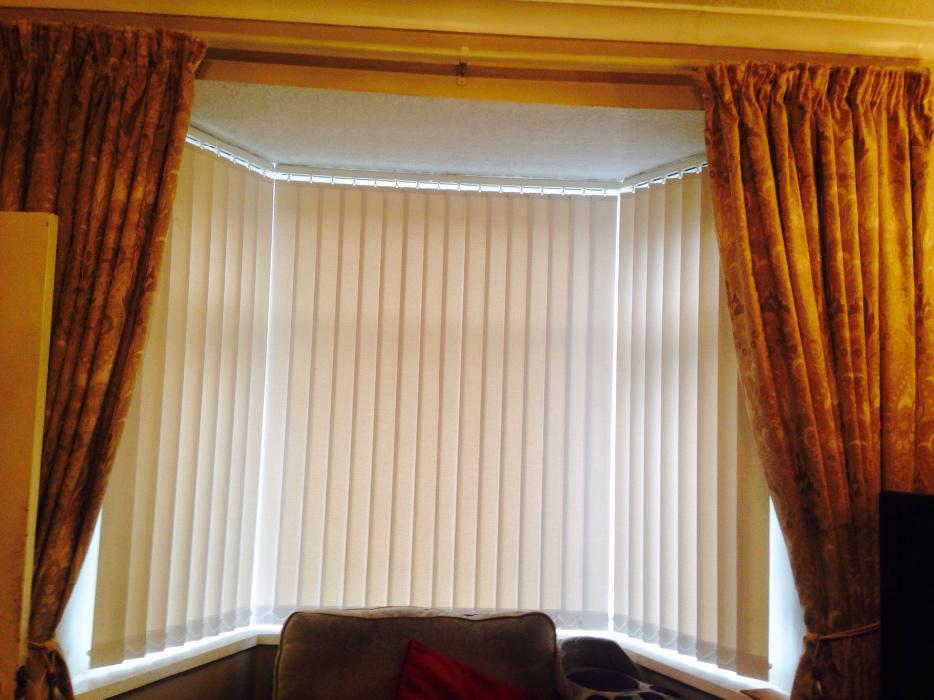 Curtain Rail With Glass Balls