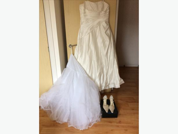 Wedding dress sandwell dudley for Cost of cleaning wedding dress