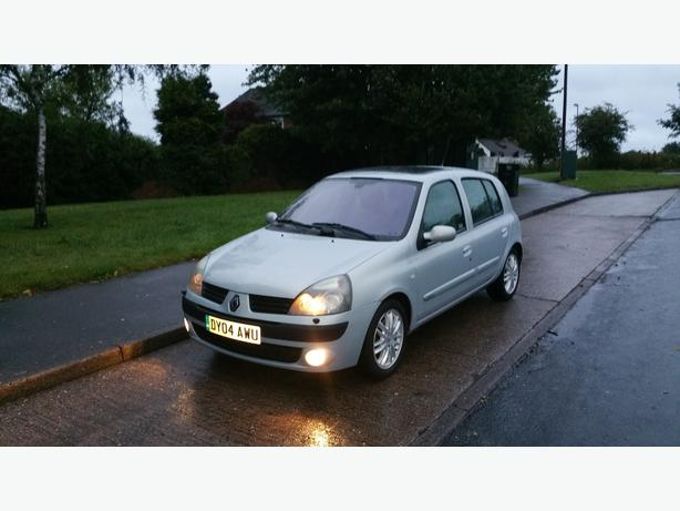 renault clio 1 6 initiale 5dr 2004 sat nav sh mot wolverhampton dudley. Black Bedroom Furniture Sets. Home Design Ideas
