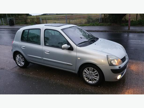 2004 clio 1 6 initiale 5dr 04 sat nav sh mot top spec wolverhampton dudley. Black Bedroom Furniture Sets. Home Design Ideas