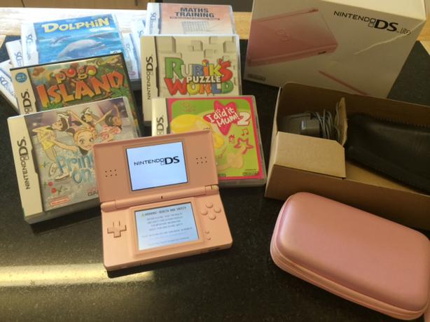 nintendo ds lite in pink and 10 games wednesbury dudley. Black Bedroom Furniture Sets. Home Design Ideas