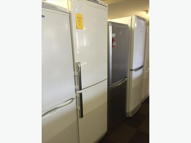 very large kelvinator fridge freezer with guarantee. Black Bedroom Furniture Sets. Home Design Ideas
