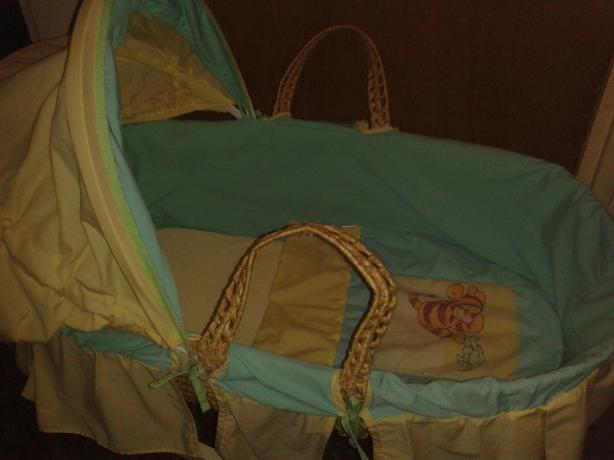MOSES BASKET, STAND, SHEETS/COVERS/BLANKETS.