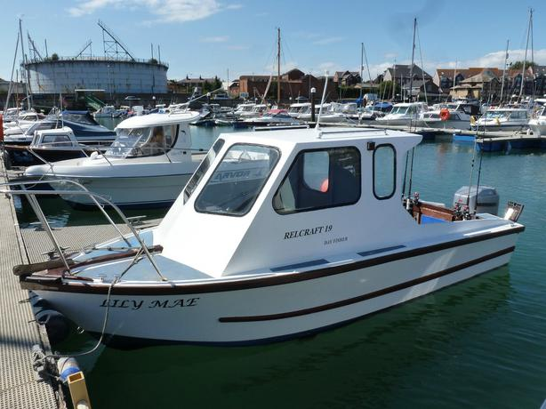 Relcraft 19 dayfisher fishing boat
