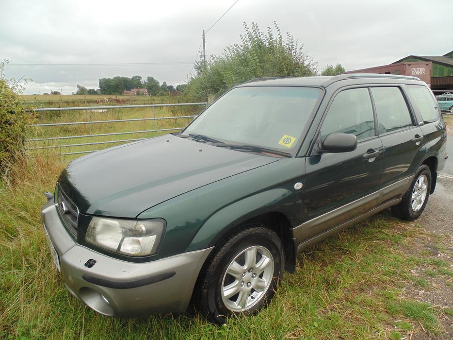 subaru forester 2 0 x awd all weather petrol non turbo full service history outside black. Black Bedroom Furniture Sets. Home Design Ideas
