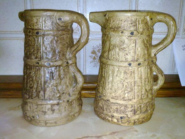 2 Hillstonia stoneware jugs