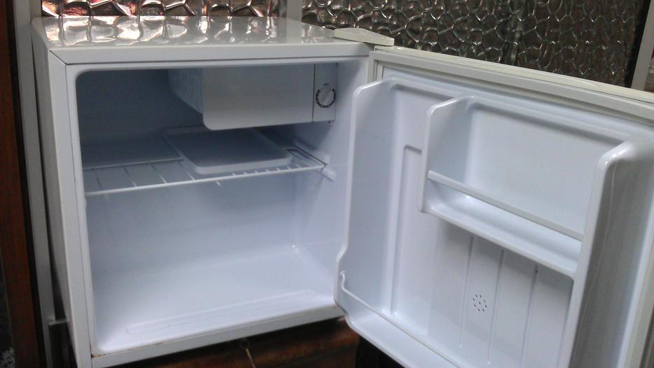 table top fridge dudley dudley. Black Bedroom Furniture Sets. Home Design Ideas