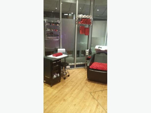 Log in needed for trade salon chair amp room available to rent daily