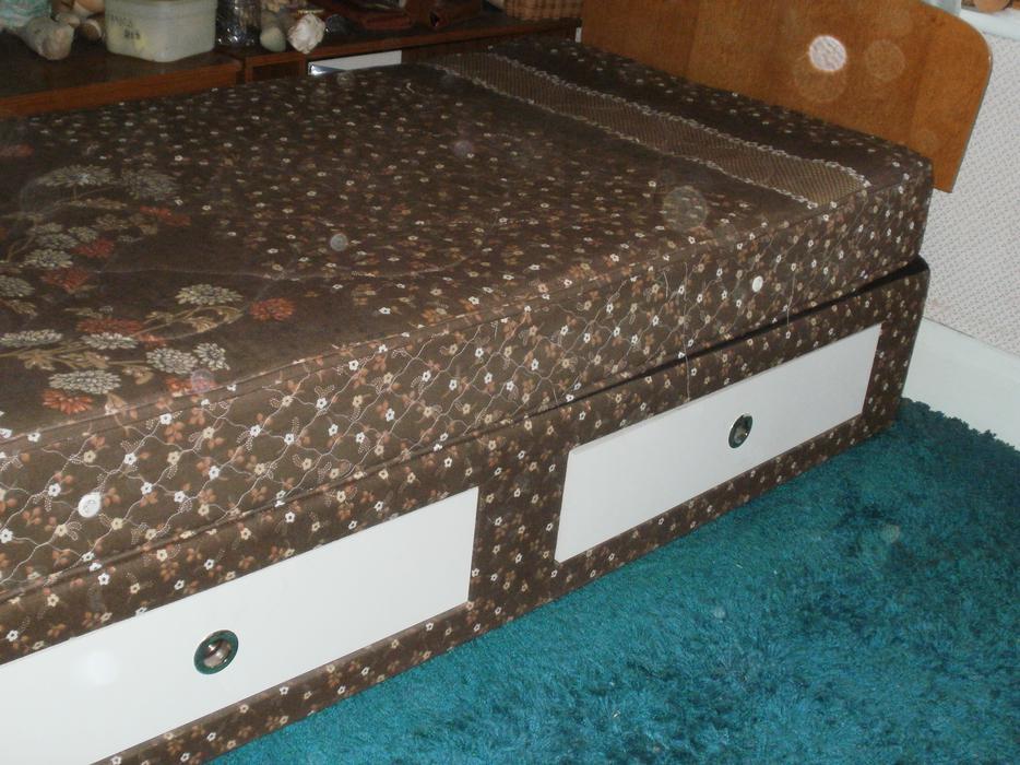 Single divan bed stourbridge wolverhampton for Single divan sale