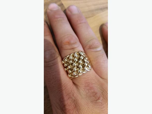9ct Gold Keepers Ring Willenhall Wolverhampton