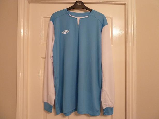 BRAND NEW UMBRO FOOTBALL KIT No: 17 COST £26
