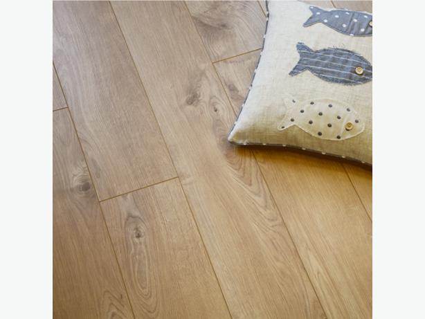Kronospan 12mm sherwood oak laminate flooring west for Kronospan laminate flooring