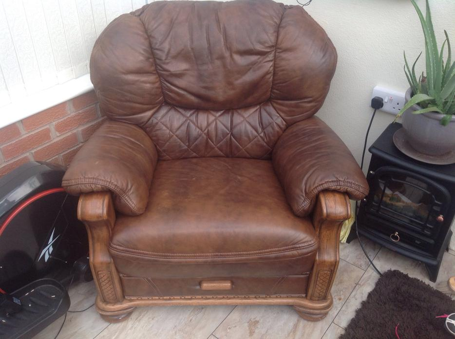 Brown Leather Settee & Chair WOLVERHAMPTON, Dudley