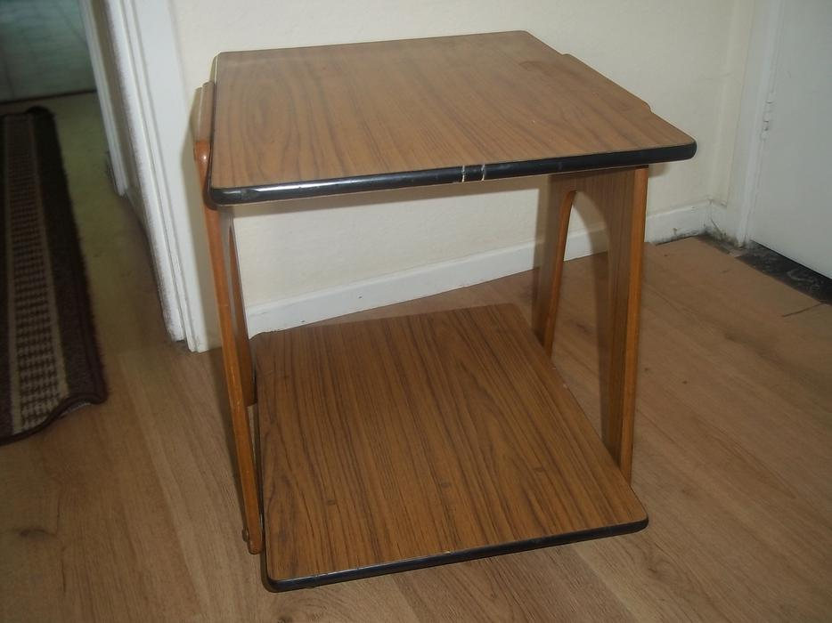 Small table on wheels other black country location walsall for Petite table rabattable