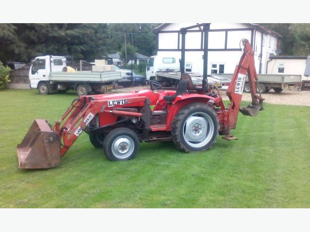 Tractor digger Massey compact